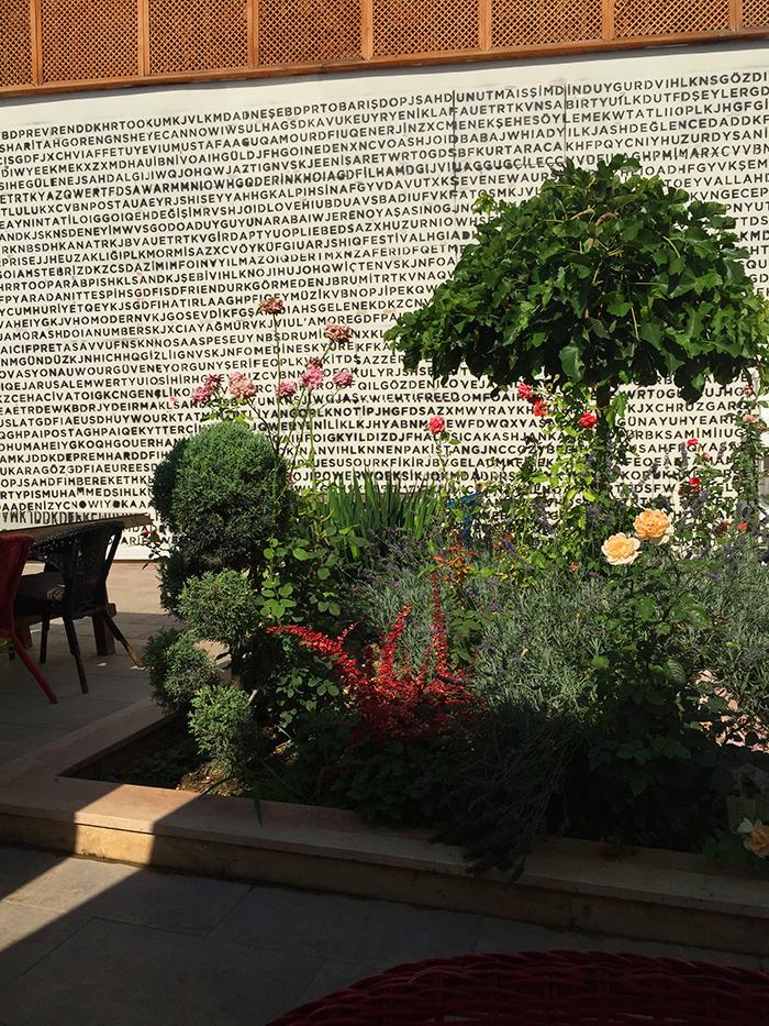 Hich Hotel Konya<br>&#8220;Bulmaca&#8221; Duvar Tasarımı